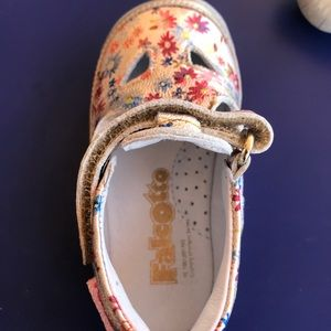 Girl's floral leather shoes🌸🌺NWOB